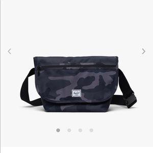 Herschel Grade Mid-Volume Messenger Bag